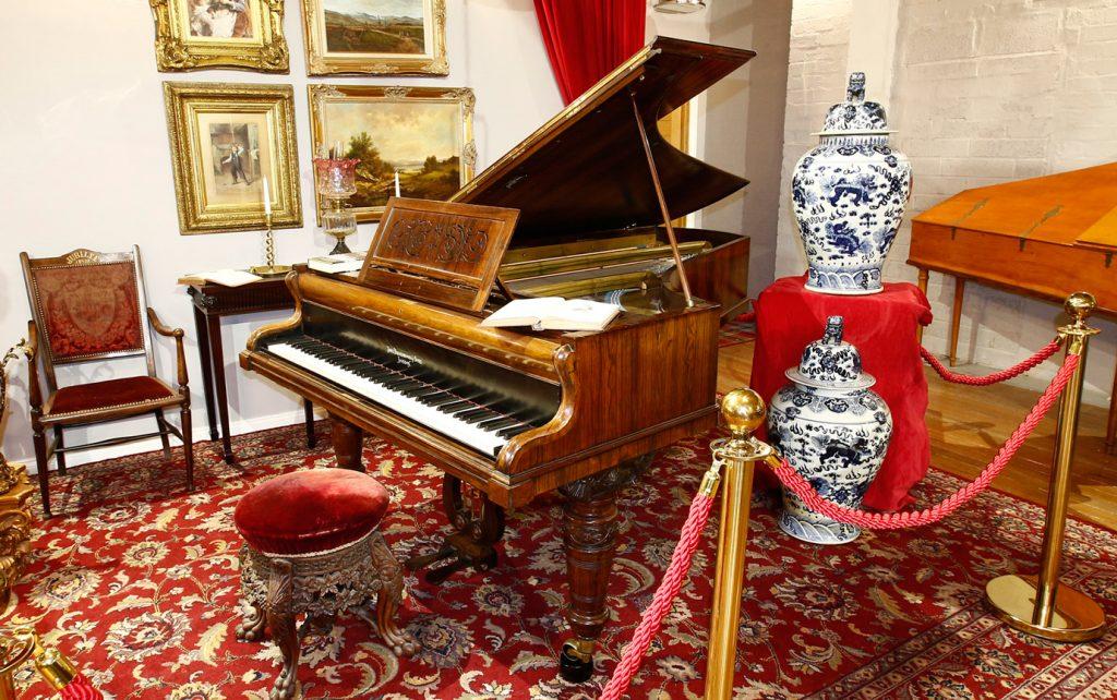 Queen Victoria' Broadwood grand piano