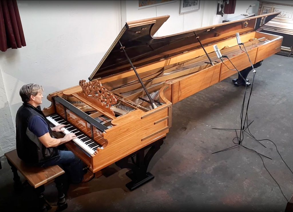 Hyperion Knight at the Alexander piano - in 2019 the world's largest piano