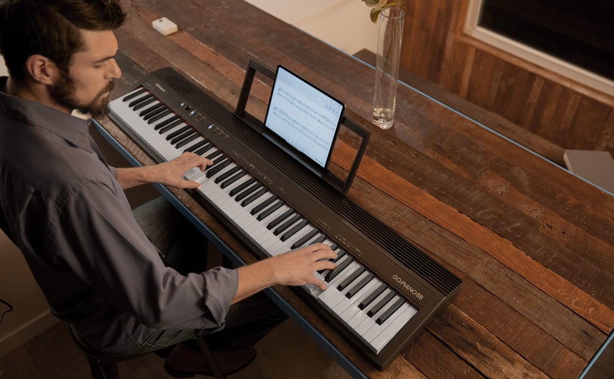 Roland GO:PIANO88 with Tablet