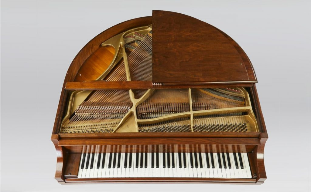 plan view of front of the Wurlitzer Model 235 Butterfly piano