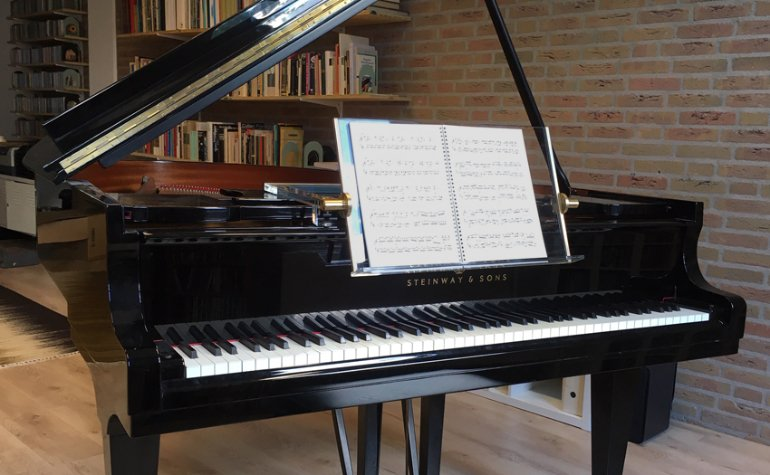 PIANOFIT Premium mounted on Steinway grand piano