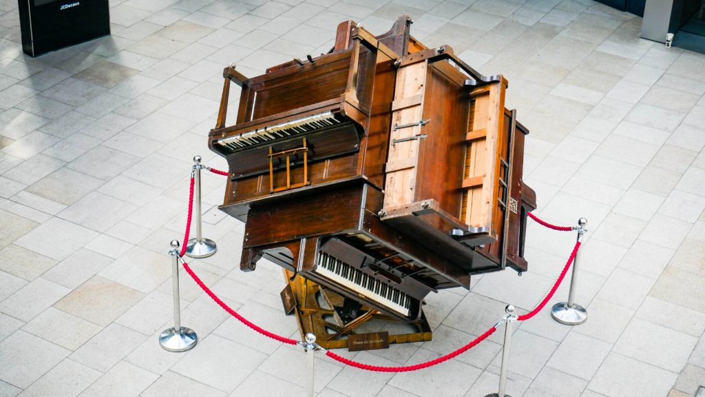 photo showing the Piano Cube by Pianodrome on a paved area